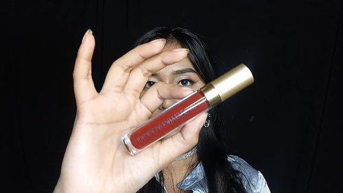 Swatches 3 shades @poppydharsonocosmetics 3in1 Liquefied Matte Lip Color  01 Peach Echo 04 Earth 10 Marsala 💕  Kenapa 3in1? Sebenarnya lip cream matte ini juga bisa dan aman digunakan sebagai eyeshadow ataupun blush on. So, kalian jadi bisa makeup dan touch up dimana aja walaupun cuma bawa lipstick ini aja 💋  Btw kalian bisa dapetin discount 10% + cashback 5% sampai dengan tgl 32 Des 2018 kalau beli Liquefied Matte Lip Color ini di @tokopedia (www.tokopedia.com/pdcosmetics)  #bloggirlsidxpoppydharsono #poppydharsonocosmetics #liquefiedmattelipcolor #bloggirlsidproject #clozetteid #indobeautygram #instabeauty #lipcream #monogram #luciddream @bloggirls.id