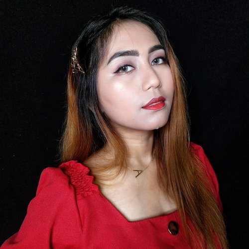 cherry lips crystal skies..  Lanjutkan guys  #indobeautysquad @indobeautysquad #bvloggerid #clozetteid @makeupfleekkk #setterspace @setterspace @itsmylookbook #beautiesquad @beautiesquad #indonesianbeautyblogger @beautybloggerindonesia #flawlessmakeup #beautywithnorules #cosmetics #face #highlighter #makeuptutorial #makeuplife #makeupartistworldwide #makeupgoals #makeuptips #makeupfun #makeupporn #mualife #featureme #makeupfeatures #beauty #makeupenthusiast #makeupaddict #makeuplook #fff