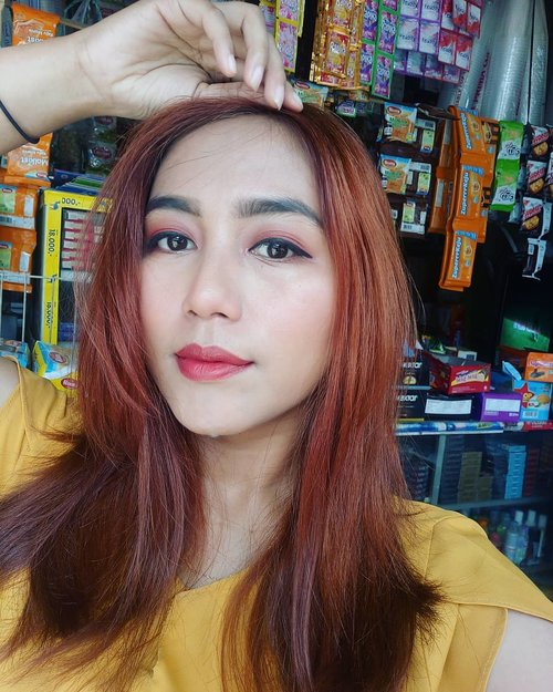 Hari Kamis rasa senin? Ya ga 😂 Eh pada bolos nih?  #indobeautysquad @indobeautysquad #bvloggerid #clozetteid @makeupfleekkk #setterspace @setterspace @itsmylookbook #beautiesquad @beautiesquad #indonesianbeautyblogger @beautybloggerindonesia #flawlessmakeup #beautywithnorules #cosmetics #face #highlighter #makeuptutorial #makeuplife #makeupartistworldwide #makeupgoals #makeuptips #makeupfun #makeupporn #mualife #featureme #makeupfeatures #beauty #makeupenthusiast #makeupaddict #makeuplook #fff