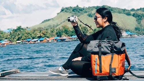 One of the best feeling outdoor is when the wind kisses your face and plays with the hair..To magnify the butterfly effect, ask boyfriend to apply this too... 😉 wink..Bag by @iamkalibre.#KalibrexPapua#XplorJayapura #sentanilakefest......#pejalanindonesia #DanauSentani #SentaniLake #Sentani  #serenity  #pejalanselow #welltravelled #capturemoment #summervibes #pausethemoment #jalanjalanseru #moodtones #piknik #holidaymood #travelinstyle #ootdindo #clozetteid #summertimes #pesonaindonesia  #amazingpapua #backpackerindonesia #wonderfulindonesia #welivetoexplore