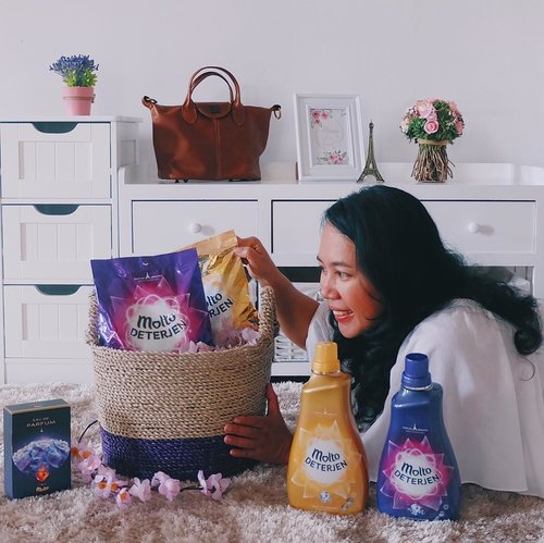 How's your morning today?.Wake up with a happy feeling. Look what I've got from @moltoindonesia, people! This is brand new: Molto Deterjen with an elegant French perfume. Definitely will pamper my day with its long-lasting fragrance. Me likey!.Anw, how's your morning? Any surprises?.#Moltodeterjen #MencuciAlaPerancis a paid partnership with Molto Indonesia.