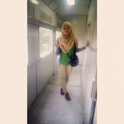 on the train #hijab #ootd #holiday #onthetrain #ontheway_sukabumi