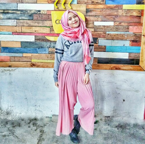 future by your choice (that's me.) #hijabootd #outfitoftheday #hijab #clozette #hijabers #indonesia