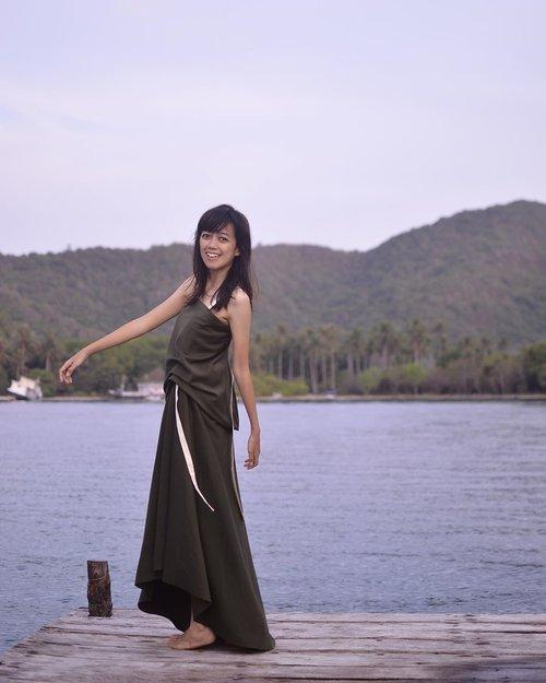 Pake dress cantik koleksi @soviatelier x @mmehuillet yang didapat atas perjuangan masku (@andhika.diskartes )yang hebat 😆 I love youuuuu 😌❤️ . . . . . #blogger #bloggerperempuan #bloggerjogja #nikon #nikonindonesia #nikontravel #travel #travelling #travelblogger #karimunjawa #explorekarimunjawa  #indonesia #exploreindonesia #clozette #clozetteid