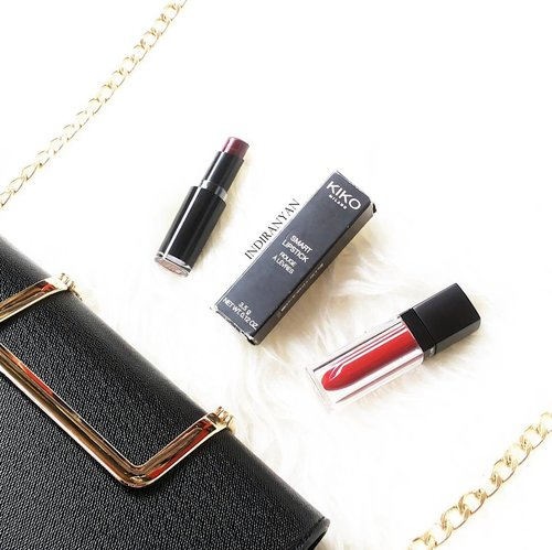Life is better in red lipstick 💄  一 #ClozetteID #makeupflatlay #slaytheflatlay #redlipstick #wintermakeup #abcommunity  #makeupmess #コスメ #メイク