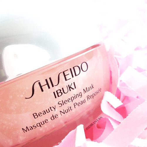 Been using this Shiseido Ibuki Beauty Sleeping Mask since the first day of February. My plan is to make a blog post of this next month 😽Haven't posted my recent #nightskincareroutine because the products packaging mostly in silver, make it hard to potographed because you can see everything around at the packaging.  My pm routine is :🌙Heimish All Clean Balm🌙Cetaphil Gentle Skin Cleanser🌙Hatomugi Skin Conditioner🌙Klavuu White Pearlsation Serum🌙Shiseido Ibuki Sleeping Mask 🌙Utama Spice Lip Balm Cocoa #clozetteid  #skincarejunkie #abcommunity #abskincare #rasianbeauty #skincareobsessed #skincareregime #スキンケア