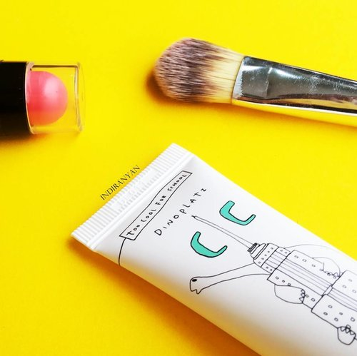 Productive weekend! 🙆 Ada 2 post terbaru di blog aku. Salah satu nya review tentang produk 2 in 1 ini yang punya 7 manfaat. 😉  一 #kbeautyblogger  #rasianbeauty #abcommunity  #ClozetteID  #ClozetteIDReview #TooCoolforSchoolXClozetteIdReview #makeupflatlay #prsample .