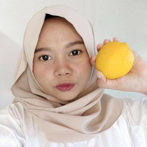 Foto sama lemon karena sekarang aku bagian dari #LemonSquad by @lemoninfluencer.id 🍋Jadi nih @lemon.influencer adalahplatform yang menghubungkan influencer dengan brand. Kalian bisa kerjasama dengan brand-brand yang diminati dengan install aplikasi 𝙇𝙚𝙢𝙤𝙣 𝙛𝙤𝙧 𝙄𝙣𝙛𝙡𝙪𝙚𝙣𝙘𝙚𝙧𝙨 yang tersedia di App Store maupun Play Store atau kunjungi kol.lemon.com -----#lemonsquad #lemoninfluencer #indirads #beautybloggerinfonesia #bloggerindonesia #clozetteid