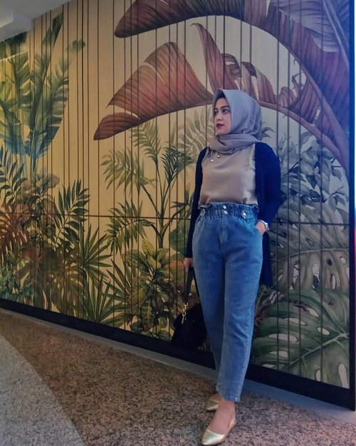 2 more days before weekend 💪 . . . . . #ClozetteID #personalblogger #personalblog #likeforlikes