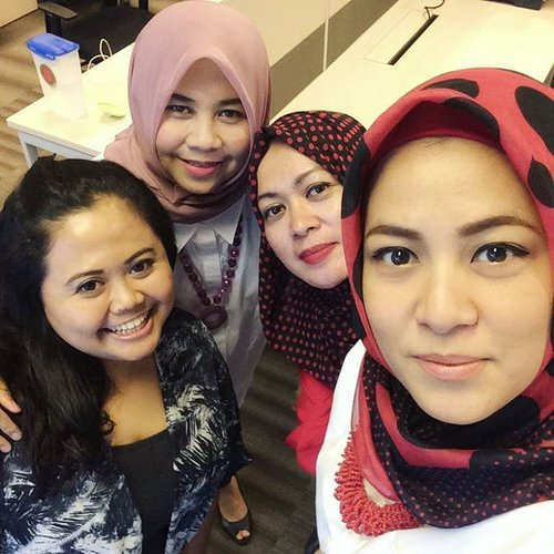 < office wefie > . . . #clozetteid #wefie #officemates #officefriends #officeday #officehour #officewefie #like4like #photooftheday