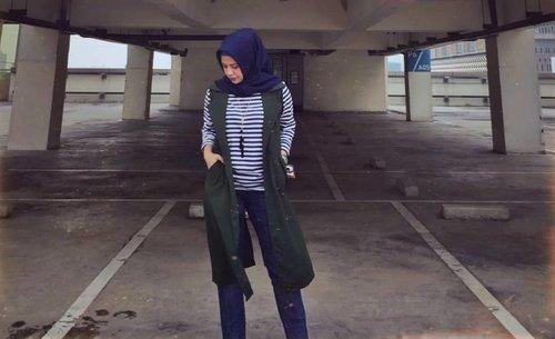 Parkiran Rooftop 😎😌🤪 setelah pepotoan diusir security gak boleh foto2 diarea gedung kalo gak ada ijin 🤦🤦 hayookk ide siapa ini @puspaanggraini22 @nciwismia.Lensed by @nciwismia ...#ClozetteID #personalblogger #personalblog #indonesianblogger #lifestyleblog #Hijab #likeforlikes