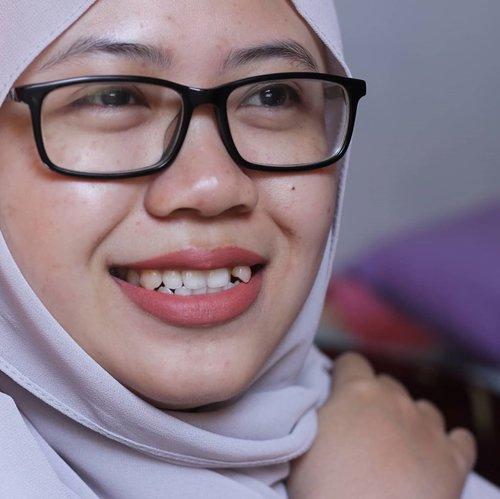 No bedak, foundation, filter or whatsoever, but lipstick. . I'm wearing @mybeautystoryid matte generation Naturally (slide 1) and Hey There (slide 2). . Review on rahmaediary.com . #clozetteid #makeup #lipstick #mybeautystory #noinsekyur #bloggerindonesia