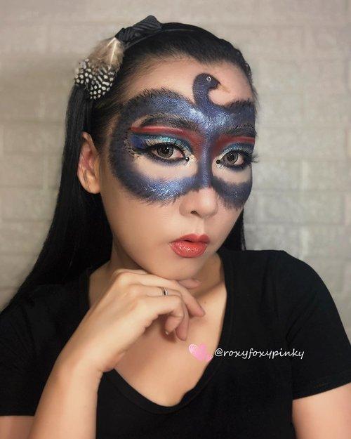 "Masih upload hasil Collab kemarin dengan salah satu Komunitas.Makeup Tema "" Dark Swan Makuep""Ini kali pertama makeup dengan tema dark, biasa colorful but ternyata berhasil juga setelah galau bikin kepala angsa 🤣🤣 ampe ulang berkali2 .100% using Eyeshadow ❤️@beautyglazed ""Color Studio & Neptune"".Lipcream mix @focallurebeautyid @raikubeauty Glitter - China Brand (ga tau merk apa) @handaiyan.cosmetics & @focallurebeautyid Yang bulu hitam pake eyeshadow hitam & eyeliner pen @silkygirl_id .Eyeliner @silkygirl_id Soflens @japansoftlens ""Lunatia Grey"".Complexion @revlonidEyebrow @lakmemakeup Eyelash @loreca.lashes ""Blossom""Brush @jacquelle_official @aerisbeaute @realtechniques_id.#artmakeup #makeupart #makeupoftheday #undiscoveredmuas #undiscovered_muas #beautybloggerindonesia #indobeautygram #indobeautysquad #tampilcantik #makeupideas #lemonsquad #100haringontenwithibc #artmakeupid @artmakeup_id #beautycreatorcommunity #clozetteid @clozetteid"