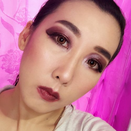 submission pertama makeup look warna #maroonthemed untuk join @beautiesquad dan @pac_mt #makeupcompetition giveaway yuk join jg guys @shafirraadelinaal @sitinh.sitinh @caliconekoo#PACxBeautiesquad #BS2tahun #giveawayANNIVBS #clozetteid @clozetteid