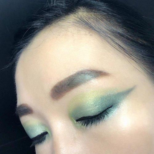"Ijo2 lime asikk 🥰🥰🥰deets :eyebrow @viva.cosmetics ""dark brown""eyeshadow @nyxcosmetics_indonesia ""waiting for tonight""@officialtonymoly ""triple dome eyeshadow""@getthelookid ""luminous"" color riche les ombremascara @maybelline ""the hypercurl volum express - cat eyes""#eyemakeup #clozetteid @clozetteid#eyemakeupinspiration #clozetteid @clozetteid"