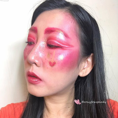 "Valentine Look 🥰Inspired by Pinterest and Google.Eyeshadow & Lip@nyxcosmetics_indonesia Jumbo Pencil ""Milk""@beautyglazed ""Color Studio"" @silkygirl_id Moisture Boost ""Coral""@bourjois_id .Lipgloss @bourjois_id Glitter - China Brand.Face painting @imagiccosmetics Soflens @kawaigankyu .Complexion @revlonid @silkygirl_idBrush @jacquelle_official @aerisbeaute @realtechniques_id #christmasmakeup #eyemakeupinspiration  #eyelook #wakeupandmakeup #beautybloggerindonesia #clozetteid @clozetteid"