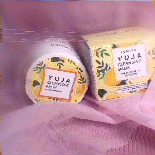 [Try & Review] Lumier – Cleansing Balm - Yuja . Jadi aku lagi cobain produk nya  @lumier.official  Ini adl pembersih makeup mulftifungsi krn selain bs membersihkan makeup jg ada kandungan skincare. . Ada 2 varian: 1. YUJA 🍋 2. GREEN CAVIAR . Nah yang aku coba serian YUJA. . Ingredients : * Butiruspermum Parkii (Shea) Butter (skin repair & conditioning) * Citrus Junos Fruit Extract (lightening & antioxidant) * Aloe Barbadensis Leaf Extract (Softening, Soothing, Moisturizing) * Mentha Piperita Oil (refreshing) . Manfaat : 1. Meluruhkan makeup dgn baik sampai dlm pori2 2. Tdk membuat kulit kering 4. Memiliki efek mencerahkan kulit 5. Membantu menyamarkan noda jerawat  6. Membuat kulit kenyal, sehat & cerah 7. Mengangkat minyak, komedo & debu . Yang perlu dinotice : * NO (Paraben, Alcohol , Synthetic Coloring, Animal Testing, titanium dioxide) * Cruelty Free * Sudah BPOM * All skin type * Natural * Bs digunakan sesering mungkin/ pagi & malam. * Aman u/ remaja, kulit sensitive, acneprone bahkan ibu hamil & menyusui * Ada spatula . Cara Pakai : - Ambil produk secukupnya, gunakan spatula. - Gunakan jari, pijat perlahan dgn gerakan memutar sampai produk meleleh. - Hapus dengan tissue, kapas/ basuh dgn air. . Teksturnya balm & padat. Warna agak kekuningan & ada beads kuning, Ada wangi buah seger yg mengingatkan aku pada permen SUGUS. . Jujur ini pertama kali aku pake cleansing balm produk local. Dan ternyata ga mengecewakan.  Konsepnya bagus dgn fungsi skincare. Aku suka dgn desain packaging yang cute dan eye catchy & tekstur balm yg menarik krn ada beads kuning. Trus wanginyaa seger lho. Bikin semangat 😍 . Trus kebetulan aku suka makeup art yg ribet, eh bisa lho dibersihkan pake ini. Makeup pun meleleh dgn baik tanpa ba bi bu. Cocok sbg first cleanser. Bisa u/ mascara & eyeliner waterproof, water/oil facepainting. Ga da rasa ketarik malah lembab Dipake berkali2 ga ada reaksi negative. WOW. 😍 . Yg penasaran cuss langsung aja kepoin @lumier.official y Harganya cuma 149K 40 gr