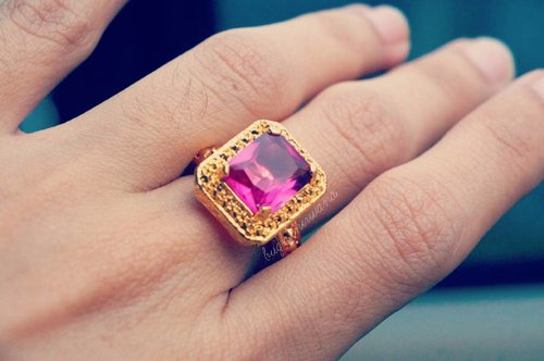Natural Pink Ruby with 18k gold plated ring.  This one is one of my fave.. So classic.. #goldring #weddingring #engagementring  #ruby #pinkruby #pinkgemstone #semipreciousstonering #semipreciousstone #clozetteid #jewelry #fashionring #classicring