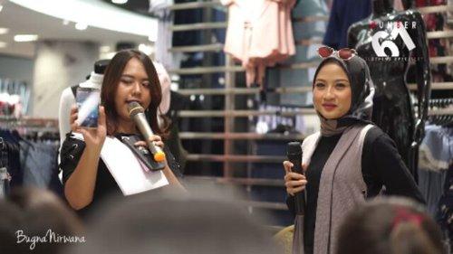 Kamis lalu aku dateng ke event @61clothing X @clozetteid . Acanya seru banget, dimulai dengan meet n greet with fashion blogger/ selebgram @gabcit & @igineyz . Lanjut dengan makeup demo by @flormarindonesia . Dan Terakhir ada selfie chalenge berhadiah smartphone dari @advanindonesia , dan @cyndaadissa keluar sebagai pemenangnya.. 😍😍.. uuuh, selamat ya say.. ....#clozetteid #starclozetter #61snapstyle #advani5cplus #fashionblogger #ADVANCESTYLE #Number61xClozetteid #bloggerindo #blogger #fashionvideo