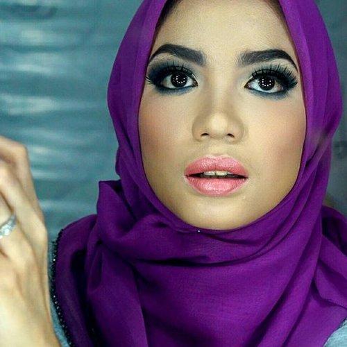 Try to makeup like a proper Indonesian 😂😂😂. Baru foundy ama bedak, tangan ku dah pegel.. #clozetteid #kerjaitumain #motd #hija#makeupaddict #makeup #indonesiabeautyvlogger #indonesiabeautyblogger