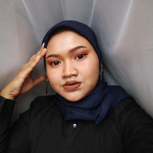 """""""Ehh ehh gimana mon maap? Ohhh engga kok! Iyaaa enggaa hehehe..."""" coba ituu kira kira lagi ngomongin apaan 😅😅 #makeup #makeuplook #clozetteid"""