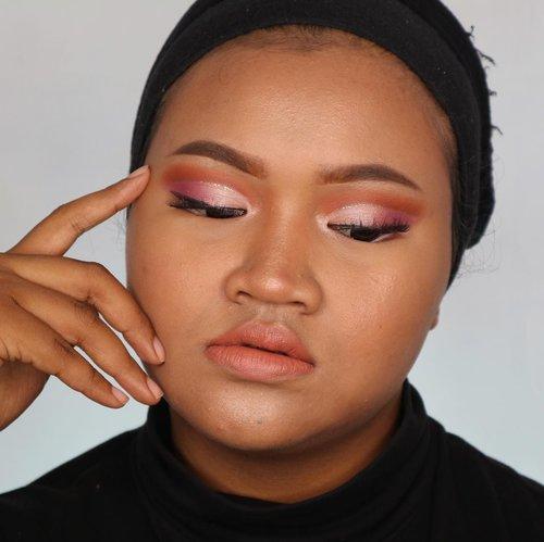 Ehh ehh ada duit jatoh 🤣😗 #7d1palette #day4 💃🏻💃🏻 yeayyy dikit lagii kelaarr 🤣🤣 kalau di YouTube udah sampe hari ke 5 guys 🤣 #makeup #makeuplook #cutcrease #clozetteid