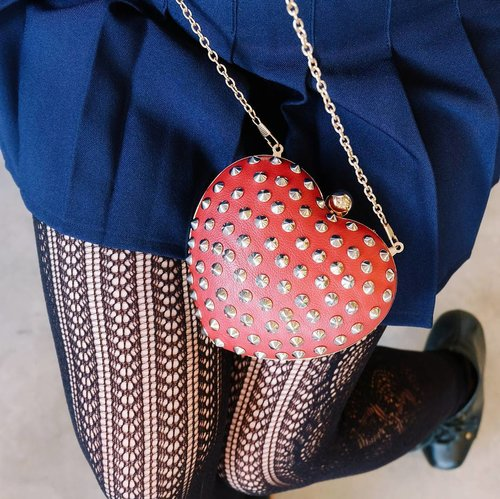 how to look cute but mysterious 101: up in my blog now 🤡❣️here's some interesting details of my outfit. studded heart purse, @uniqloindonesia fine-knit leggings and world's best tumblr-ish tennis skirt from American Apparel. Ayeee.  check out my latest styling collaboration with two other pretty bloggers here:  http://bit.ly/stylingchokercollab  #uniqlo #ユニクロ #uniqlolifewear  #uniqloindonesia #jeffreycampbell  #americanapparel #tennisskirt
