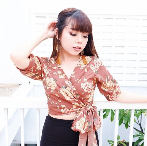all I need right now are just endless dance, statement earrings, beach and cocktails! 🏖  summer vibes so strong and I miss Bali so much 🍹🌴 so I create this super cute, boho-inspired #summerootd with Brown Kimono Top from @miracle.bkk ★  go check @miracle.bkk now to find the cheapest, trending, and high quality Bangkok stuff in town! — #WhatCarolWear #かわいい #可愛い #コーデ #コーディネート #ファッション #メイク #clozetteid #wiwt #paidpromote #endorsement #endorse #endorsefoto #openendorse #endorseid #endorsesurabaya #paidpromoteindo #paidpromote #influencer #beautyinfluencer #influencersurabaya #endorsement #endorsesby #endorsemurah #sponsored #sbybeautyblogger