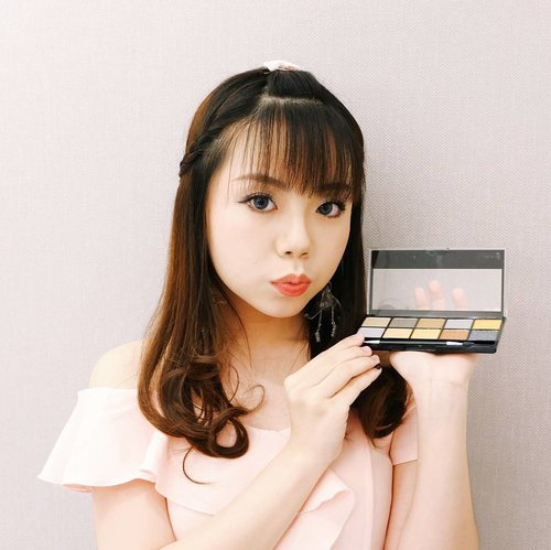 "Girls are always #GoingforGold - me too, but in the context of this stunning eyeshadow palette from Make Up Academy 😂⭐ This brand is one of the best drugstore makeup brand which makes great eye shadows palette ♡  Get yours now at @kutekmurah - and use the code ""APHRODITES"" before checking out, and get 20% off the cart now! . . #clozetteid #今日のメイク #メイク #コーデ #コスメ #今日のファッション  #ファッション  #かわいい #可愛い  #beautyinfluencer #styleblogger #wakeupandmakeup #instamakeup #makeup #bblogger #makeupacademy #endorsement"