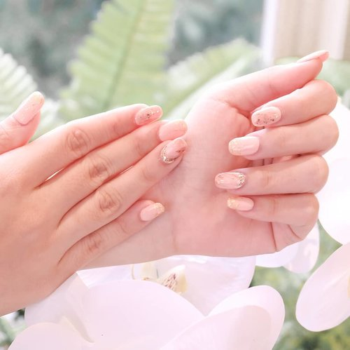 "<div class=""photoCaption"">Spring-ready nails done by one and only @two.cents 💅<br /> .<br /> .<br /> This well-known nails & lash extension home service from Jakarta is now available in Surabaya ✨ and now that I've experienced their service myself, I should admit that their work is definitely AMAZING 💖<br /> .<br /> .<br /> As you know, my nails are super short and sad, and @two.cents did a very nice & strong extensions for my nails. TBH I do think this is the BEST nail extensions I've ever had in my life 👏🏻<br /> The nailist paid full attention to every detail during the service & she did everything carefully and neatly as well. I really love how perfectionist she was, making sure that her creation is as close as possible to the reference I'd given Two Cents before 💖💖💖 she also double-checked my nails before the session's finished, ensuring that no foil/glitter particle pricking out of the top coat (that might accidentally hurt you later!!) and the nails' surface was smooth and even.<br /> <br /> By the time you read this mini review, it's been 2 weeks since I had my nails done and their condition is still perfect, in-shape, and flawless!! Head to my IG story to see the proof 👆🏻 Thank you @two.cents for the amazing service & premium results 💖 if you guys are looking for the best beauty home service in Surabaya, look no more - @two.cents is the answer!!!! .<br /> Book their service now via Whatsapp: +62 812 31236836 or simply click here: ttps://<a href=""https://bit.ly/2C0hDJd"" class=""pink-url""  target=""_blank""  rel=""nofollow"" title=""https://bit.ly/2C0hDJd"">bit.ly/2C0hDJd</a><br /> .<br /> .<br /> <br />  <a class=""pink-url"" target=""_blank"" href=""http://m.id.clozette.co/search/query?term=twocents&siteseach=Submit"">#twocents</a>  <a class=""pink-url"" target=""_blank"" href=""http://m.id.clozette.co/search/query?term=homeservice&siteseach=Submit"">#homeservice</a>  <a class=""pink-url"" target=""_blank"" href=""http://m.id.clozette.co/search/query?term=homeserviceeyelash&siteseach=Submit"">#homeserviceeyelash</a>  <a class=""pink-url"" target=""_blank"" href=""http://m.id.clozette.co/search/query?term=homeservicenailart&siteseach=Submit"">#homeservicenailart</a>  <a class=""pink-url"" target=""_blank"" href=""http://m.id.clozette.co/search/query?term=gelnails&siteseach=Submit"">#gelnails</a>  <a class=""pink-url"" target=""_blank"" href=""http://m.id.clozette.co/search/query?term=gelnail&siteseach=Submit"">#gelnail</a>  <a class=""pink-url"" target=""_blank"" href=""http://m.id.clozette.co/search/query?term=nailart&siteseach=Submit"">#nailart</a>  <a class=""pink-url"" target=""_blank"" href=""http://m.id.clozette.co/search/query?term=nails&siteseach=Submit"">#nails</a>  <a class=""pink-url"" target=""_blank"" href=""http://m.id.clozette.co/search/query?term=nailsofinstagram&siteseach=Submit"">#nailsofinstagram</a>  <a class=""pink-url"" target=""_blank"" href=""http://m.id.clozette.co/search/query?term=homeservicesurabaya&siteseach=Submit"">#homeservicesurabaya</a>  <a class=""pink-url"" target=""_blank"" href=""http://m.id.clozette.co/search/query?term=nailextensions&siteseach=Submit"">#nailextensions</a>  <a class=""pink-url"" target=""_blank"" href=""http://m.id.clozette.co/search/query?term=clozetteid&siteseach=Submit"">#clozetteid</a>  <a class=""pink-url"" target=""_blank"" href=""http://m.id.clozette.co/search/query?term=honestreview&siteseach=Submit"">#honestreview</a>  <a class=""pink-url"" target=""_blank"" href=""http://m.id.clozette.co/search/query?term=endorsement&siteseach=Submit"">#endorsement</a>  <a class=""pink-url"" target=""_blank"" href=""http://m.id.clozette.co/search/query?term=bloggerindonesia&siteseach=Submit"">#bloggerindonesia</a>  <a class=""pink-url"" target=""_blank"" href=""http://m.id.clozette.co/search/query?term=bloggerperempuan&siteseach=Submit"">#bloggerperempuan</a>  <a class=""pink-url"" target=""_blank"" href=""http://m.id.clozette.co/search/query?term=sbybeautyblogger&siteseach=Submit"">#sbybeautyblogger</a>  <a class=""pink-url"" target=""_blank"" href=""http://m.id.clozette.co/search/query?term=surabayabeautyblogger&siteseach=Submit"">#surabayabeautyblogger</a>  <a class=""pink-url"" target=""_blank"" href=""http://m.id.clozette.co/search/query?term=beautyblogger&siteseach=Submit"">#beautyblogger</a>  <a class=""pink-url"" target=""_blank"" href=""http://m.id.clozette.co/search/query?term=indobeautygram&siteseach=Submit"">#indobeautygram</a>  <a class=""pink-url"" target=""_blank"" href=""http://m.id.clozette.co/search/query?term=nails&siteseach=Submit"">#nails</a>💅</div>"