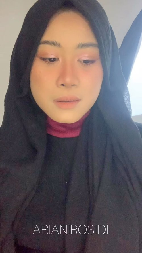 Complexion Haluuuss ala Filter ParisProduk yang aku pakai:@studiotropik Flawless Priming Water@dearmebeauty Airy Poreless Fluid Foundation- N02 Nude Beige@wardahbeauty concealer 02@dearmebeauty x Sasa Loose Powder - Natural@esqacosmetics Goddess Cheek Palette - Athena@esqacosmetics Eyeshadow Peach Goddess@maybelline Sensational Liquid Matte NU01 #clozetteid #turorialmakeup #makeupfilter #maybellinesensationalliquidmatte