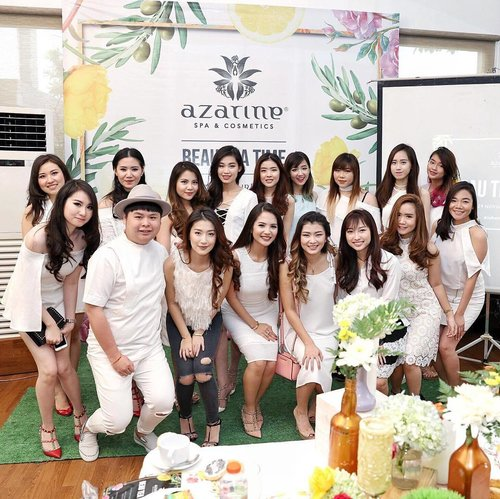 Yesterday's fun yet educating event by @azarineofficial with these pretty ladies 💕 It was real fun to do diy body butter and bath salt by myself! You can watch it live on my Instagram stories before it's gone. All the details about this event is gonna be up soon on my blog! 🙈 Thank you @cellavanessa (the amazing woman behind #azarinespacosmetics) for having me! Note : You can use my code DEVITA15 for 15% off for every purchase on www.azarinespa.com 👌🏻 #clozetteid #defineyourbeauty #beauteatime