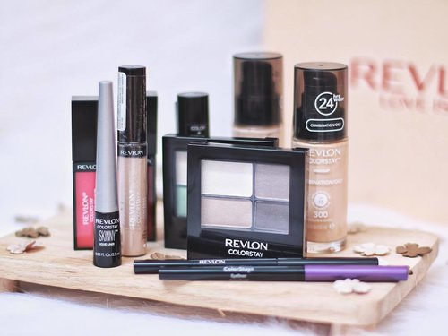 A Family Portrait from @revlonid 😝 Have you watched my Unboxing Revlon Box? Or read my blogpost abt the unboxing? Go go check it out on my YT channel and Castleindeair! ❤️ Happy Monday! . . #clozetteid #indonesianbeautyblogger #surabayabeautyblogger #clozetteambassador #revloncolorstay
