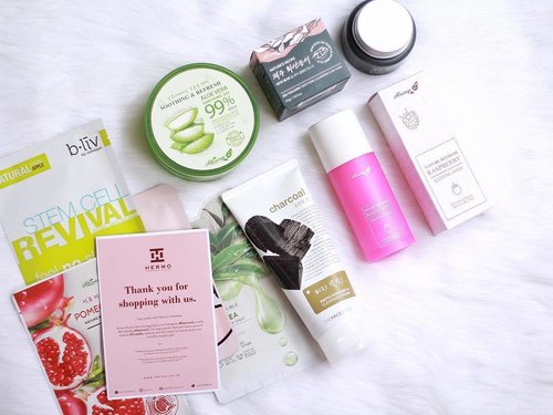 I received my @hermoid box a few days ago, and these are what I got! I already wrote the mini review about the products (mostly about Always21) on my blog. Please kindly check the link here bit.ly/unboxinghermo 🖥 - #ClozetteID #ClozetteIDReview #HermoReview #HermoXClozetteIDReview #IndonesianBeautyBlogger #SurabayaBeautyBlogger