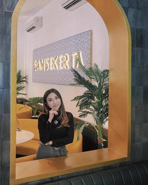 "<div class=""photoCaption"">Soon bakal ada giveaway (should be around this month) dalam rangka....merasa thankful aja for every single support thay I received! hehe 🎁🎈<br /> .<br /> Another instagenic spot di @sansekerta.sby ✨<br /> 📷 ce @amandaakohar <br />  <a class=""pink-url"" target=""_blank"" href=""http://m.id.clozette.co/search/query?term=clozetteid&siteseach=Submit"">#clozetteid</a>  <a class=""pink-url"" target=""_blank"" href=""http://m.id.clozette.co/search/query?term=ggrep&siteseach=Submit"">#ggrep</a>  <a class=""pink-url"" target=""_blank"" href=""http://m.id.clozette.co/search/query?term=kulinersby&siteseach=Submit"">#kulinersby</a>  <a class=""pink-url"" target=""_blank"" href=""http://m.id.clozette.co/search/query?term=kulinersurabaya&siteseach=Submit"">#kulinersurabaya</a>  <a class=""pink-url"" target=""_blank"" href=""http://m.id.clozette.co/search/query?term=shoxsquad&siteseach=Submit"">#shoxsquad</a></div>"