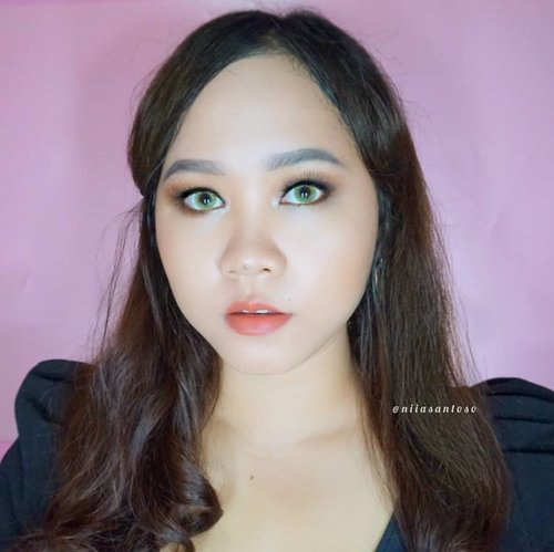 Lovin' this full coverage cushion foundation from @nyxcosmetics_indonesia  For your info, NYX Cushion Foundation has 10 shades so no need to worry about shade anymore! - I'm pretty sure you can find your shade! Oh and I'm using shade 08 Classic Chestnut by the way  Read full review about this FULL COVERAGE CUSHION on my blog http://www.niiasantoso.com/2018/10/review-coverage-test-nyx-total-control.html or simply just click link on my bio  @clozetteid #clozetteid #makeup #clozetteidreview #totallyincontrol #nyxcosmeticsid #NYXxClozetteIDReview #NYXxClozetteID #nyxcushion #beautybloggerindonesia #beautiesquad #Beautygoersid #nyxmeshcushionfoundation