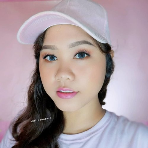 💞Decided to make this look because I luv pink 🙆♀️Oh and also I tried velvet lipstick from @sulamitcosmetics here for this look! You can check out my review about Sulamit products on my blog www.niiasantoso.com-Products used:💞 @pixycosmetics Spotcare Beauty SPF 15💞 @sariayu_mt Tinted Moisturizer SPF 20 💞 @riveracosmetics Eyebrow Pencil & Luminous Micro Powder💞 @eminacosmetics blush on💞 @sulamitcosmetics Velvet Lipstick shade 22 & Faux Lashes 02-@beautybloggerindonesia @beautygoers @beautiesquad @bunnyneedsmakeup #beautybloggerindonesia #BeautygoersID #beautiesquad #naturalmakeup #ragamkecantikan #sariayutintedmoisturizer #eminacheeklitblushon @clozetteid #clozetteid