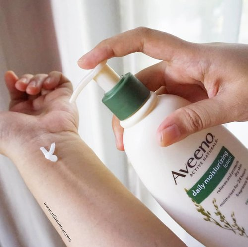 🌿Current favorite lotion!My skin feels so dry sometimes, especially after shower. This moisturizing lotion from Aveeno is such a skin saver!--I honestly don't really like lotion that is sticky and smell too strong. But this lotion is not sticky and is odourless so that's good for me--You can read full review on my blog www.niiasantoso.com--#bloggersunitedau #beautybloggerindonesia #beautygoersid #beautiesquad #clozetteid #aveenomoisturizinglotion #bodylotion