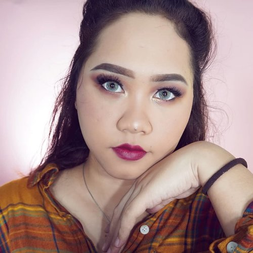 [SWIPE LEFT TO SEE MORE]Not really happy with the result, but yeah I'm still learning to do Cut Crease Eyeshadow. (I know) I suck at doing bold makeup! 😆 That's why I challenge myself to keep learning and taking steps out of my comfort zone.But you guys can see how I did my complexion on my previous video. Go check it out!Anyway happy friday night!❤---@tampilcantik @ragam_kecantikan @beautygoers @beautybloggerindonesia@indobeautysquad @indobeautygram @setterspace @bvlogger.id @bunnyneedsmakeup @wakeupandmakeup @zonamakeup.id @beautiesquad #eyebrowstutorial #tampilcantik #ragamkecantikan #clozetteid #tampilcantik #niiasquicktutorial #beautygoersid  #beautybloggerindonesia #bvloggerindonesia #setterspace #indobeautysquad#indobeautygram #ivgbeauty  #makeuptutorial #wakeupandmakeup #amabiebeauty