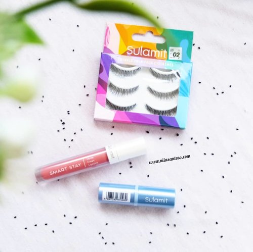 🍃Guys sudah tau belum kalo @sulamitcosmetics mengeluarkan varian Lip Cream? Nah aku udah bahas di blog nih tentang pengalamanku menggunakan Smart Stay Lip Paint, Smart Stay Velvet Lipstick dan juga Twin Faux Lashes-nya!-Langsung aja ke http://www.niiasantoso.com/2018/10/review-sulamit-cosmetics-smart-stay.html atau click link yang ada di bio 🙋♀️-#Beautiesquad #Sulamit #BeautiesquadXSulamit #clozetteid #lipcreamlokal #sulamitlipcream