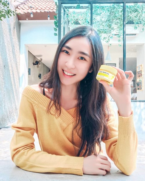 Women always need some skincare. As women in our 20th, some skin issues show up.  Yuja Niacin Miracle Brightening Sleeping Mask is one of the best solutions for that! It has Citron extract with 5% Niacinamide, Arbutin, Glutathione, and many essential vitamins ❤ I've tried it! The texture is light, non-sticky, with a relaxing scent of citron. Use it before you sleep onto the entire face at the end of your skincare routine, and wash your face by the next morning.  Hope you get the benefit I had from this product 🥰 Visit http://www.somebymi.com/ for more information. ~ ~ #somebymi #somebymiracle #somebyskincare #skincare #sleepingmask #sleepmask #sleepingpack #facemask #facialmask #nightcare #nightcream #whitening #brightening #glowskin #koreancosmetics #asianabeauty #koreanskincare #kbeauty #premiumcosmetics #yooksungjae #sungjae #naturalcosmetics #review #clozetteid