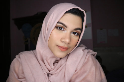 Full face using my fav drugstore products 🌸 . 1. @nivea_id make up starter as primer 2. @wnwcosmetics photofocus foundation 3. @lagirlindonesia HD pro concealer 'natural' 4. @lagirlindonesia pro face powder 5. @qlcosmetic eyebrow cream 6. @catrice.cosmetics sun glow matt bronzing powder as contour 7. @makeoverid blush on 8. @lagirlindonesia strobelite strobing powder '40watt' 9. @bhcosmetics marble collection 'warm stone' 10. @maybelline great lash 'black' 11. @pixycosmetics lip cream no. 12 'mild peach'