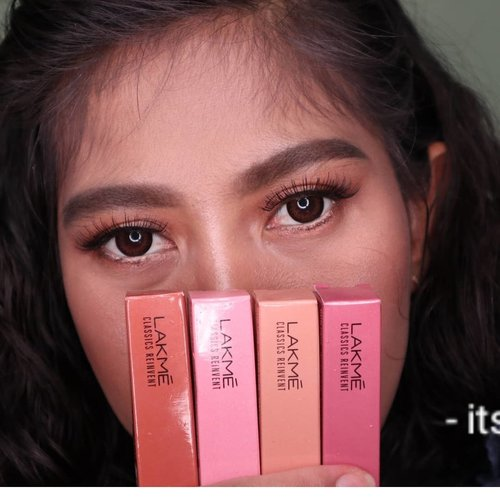 Lakme Makeup Indonesia ngeluarin lipstick terbaru. Namanya @lakmemakeup Mini Matte Lip Crayon. Lipstick nude mini ini Ada 4 varian warna loh Dan warnanya bagus bagus pisan euy..... Blogpostnya udah up loh... www.devontoffanny.blogspot.com 💄💄💄💄💋💋💋💋 . . . #lakme #lakmeindonesia #lakmemakeup #lipstick #lipcrayon #minimattelipcrayon #reviewlipstick #blogger #beautyblogger #bloggerindonesia #indonesianfemalebloggers #reviewproduct #clozetteid