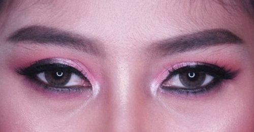 Day 3of 7  Pinky Smokey Eye -Foundie @lakmemakeup -concealer @revlonid Contour @pixycosmetics  Eyebrow @pixycosmetics Eye @focallurebeauty Lipstick @eminacosmetics Blush @makeoverid . . . @femalebloggersid @indobeautyblogger #oneweeksmokeyeyeschallenge  #smokeyeye #smokeyeyetutorial #makeup #eye #eyes #eyemakeup #clozetteid #indonesianbeautyblogger