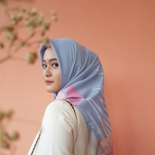 New collection from @kimthelabel . . . Taken from s8+ #s8photography #clozetteid #clozettehijab #scarf