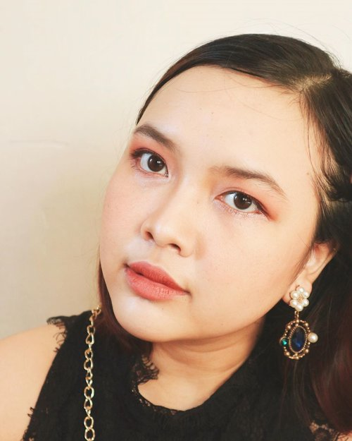Did my makeup to just sit in my living room while listening to some good music is my new hobby now . . #srsbeauty #makeup #tutorial #koreanmakeup #bloggerstyle #beauty #clozetteid #charisceleb