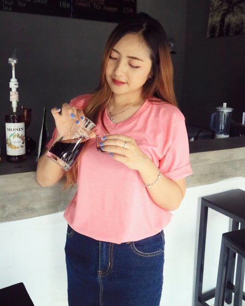 """You can't buy happinnes but you can buy Coffee and that's pretty close..."".@jukopi.id Single Origin ❤ Red GayoGood Place Good Taste.. 💕. .#ootdindonesia #clozetteid  #ootd #beautybloggerindonesia #muablora #blora #blorahits #blorahitz #kulinerblora. #blorakuliner #blorafood. #blorafoodies #kopiblora. #kopilovers #coffeelover #bloracoffee"