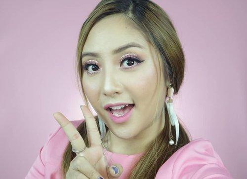 Peace 😘 *POSEJADUL 🤣.Dulu gaya ini selalu ga ketinggalan kalau selfie 🤣...#hicharis #charisceleb #chariskbeauty  #lipdriver #romandyou  #romandyoulipdriver #fdbeauty  #clozetteid  #ivgbeauty #makeupclips  #tampilcantik #wakeupandmakeup #makeuptips #indobeautygram #makeupaddict  #indovidgram #makeupvideo #lagirlindonesia #bvloggerid #beautyguruindonesia #beautygram #kbbvfeatured #beautybloggerindonesia #muablora  #nyxcosmeticsid #zerogramlipstick  #ragamkecantikan