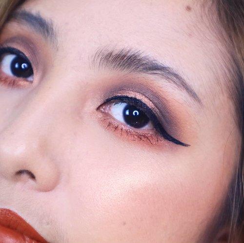 Kangen juga makeup bold gini 😍😂.@colourpopcosmetics Perception Palette@martinezbeautyofficial Lip Cream@wetnwildbeauty. Highlighter ..  #fdbeauty #clozetteid #universalhairandmakeup #uhmvideo #ivgbeauty #makeupclips #fiercesociety #tampilcantik #wakeupandmakeup #makeuptips #indobeautygram #makeupaddict #amazingmakeupart #beautyandhairdiaries #undiscovered_muas #indovidgram #makeupvideo #lagirlindonesia #discover_muas #beautyguruindonesia #beautygram #beautybloggerindonesia #muablora #toofaced #discovervideos #nyxcosmeticsid #maccosmetics #glammakeup #makeupforeverid