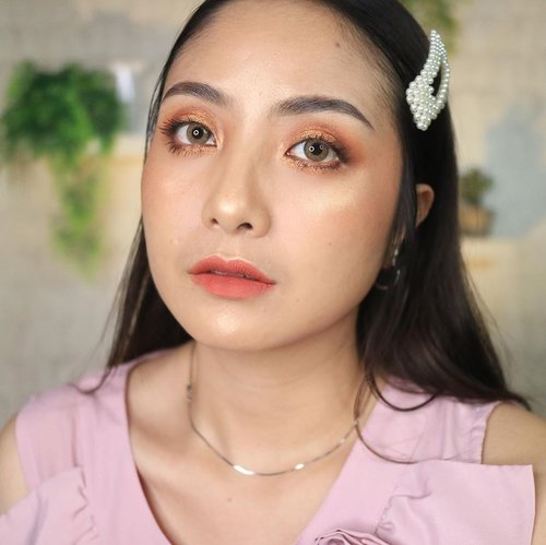 Most fav makeup style 🥰 Warna coral, orange n brick colour paking cocok di aku 🤣🥰 Kali kamu?? 😘 . . . #fdbeauty #clozetteid  #ivgbeauty #makeupclip #makeuptips #indobeautygram #koreanstyle #koreanblusher #cchannelfellas #indovidgram #makeupvideo #beautyguruindonesia #beautygram #beautybloggerindonesia #muablora  #koreanmakeup #nyxcosmeticsid  #creamblush  #indobeautysquad #jakartabeautyblogger